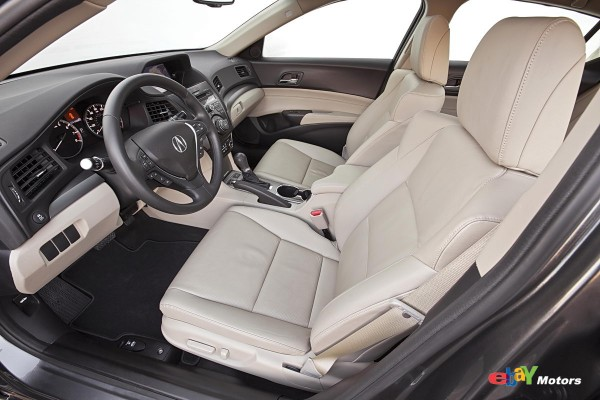 2013 Acura ILX 2.0L front seats