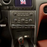 2014 Nissan GT-R center console