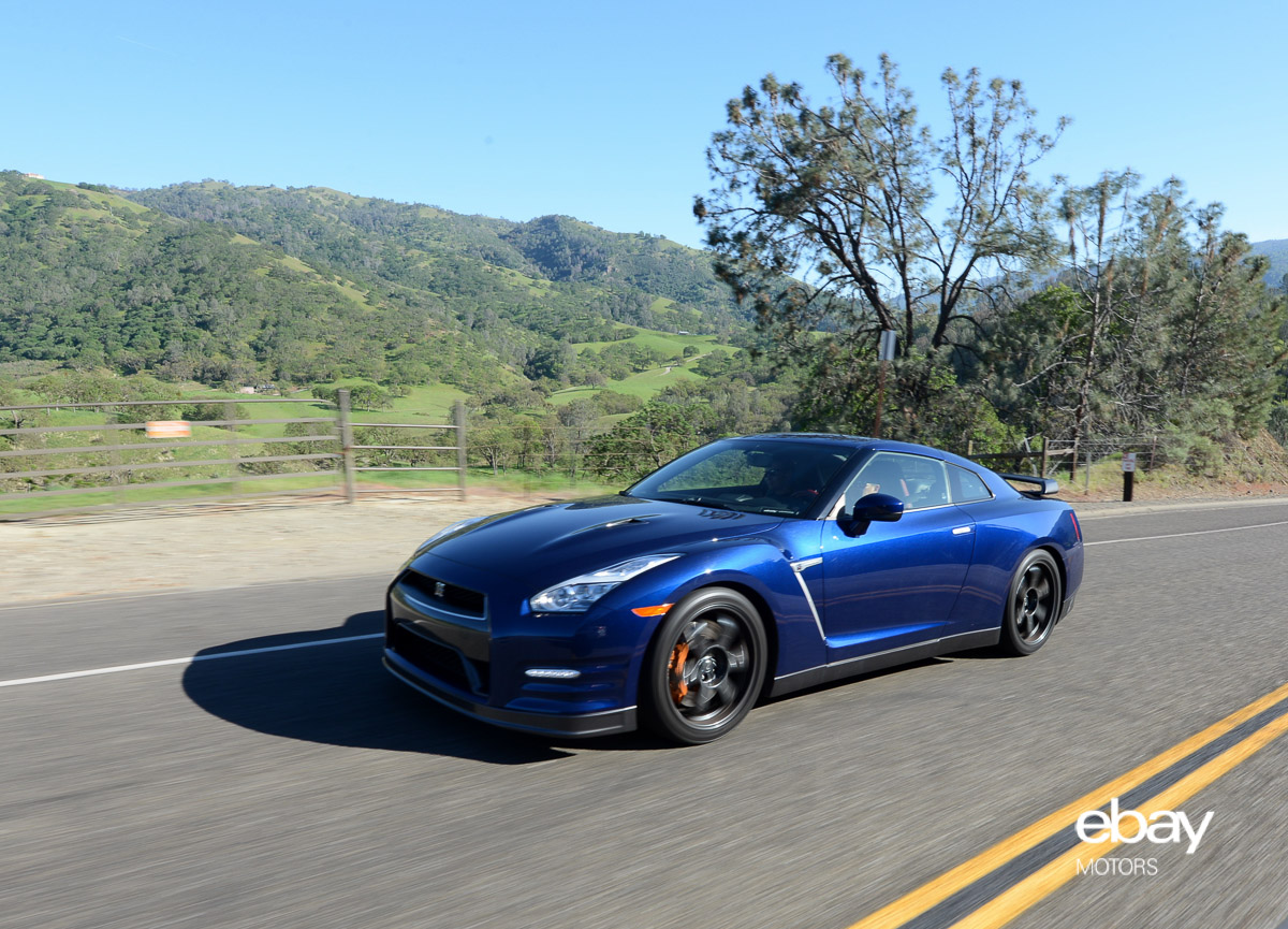 2015 Nissan GT R Black Edition Photo Gallery
