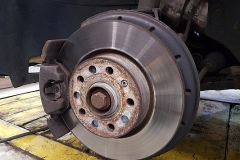 ' ' from the web at 'https://www.ebaymotorsblog.com/motors/blog/wp-content/uploads/2018/02/brake-rotor-3-960-533x400-480x320.jpg'