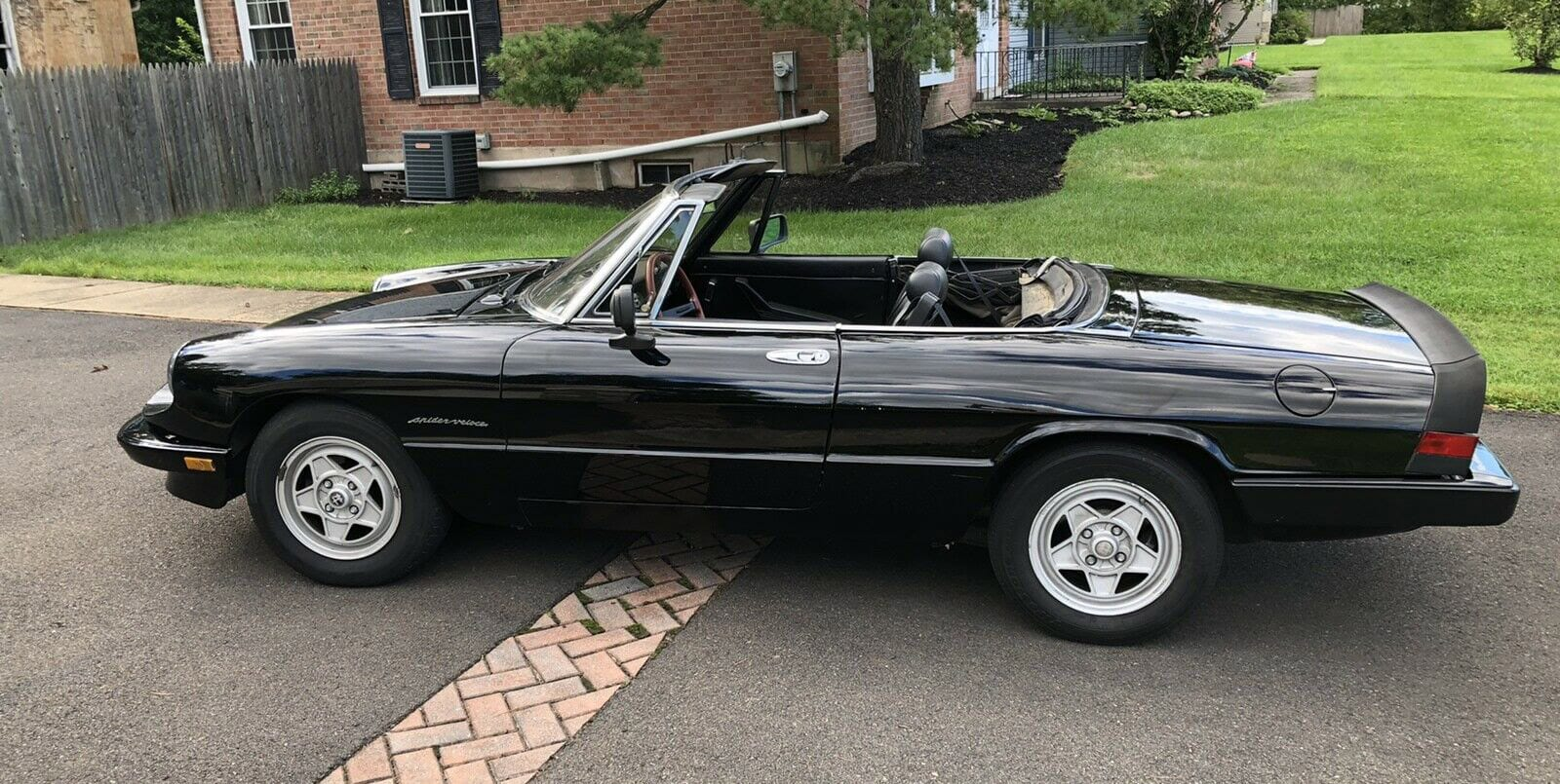 A list of the best cheap sports cars included the 1983 Alfa Romeo Spider 2000 Spider