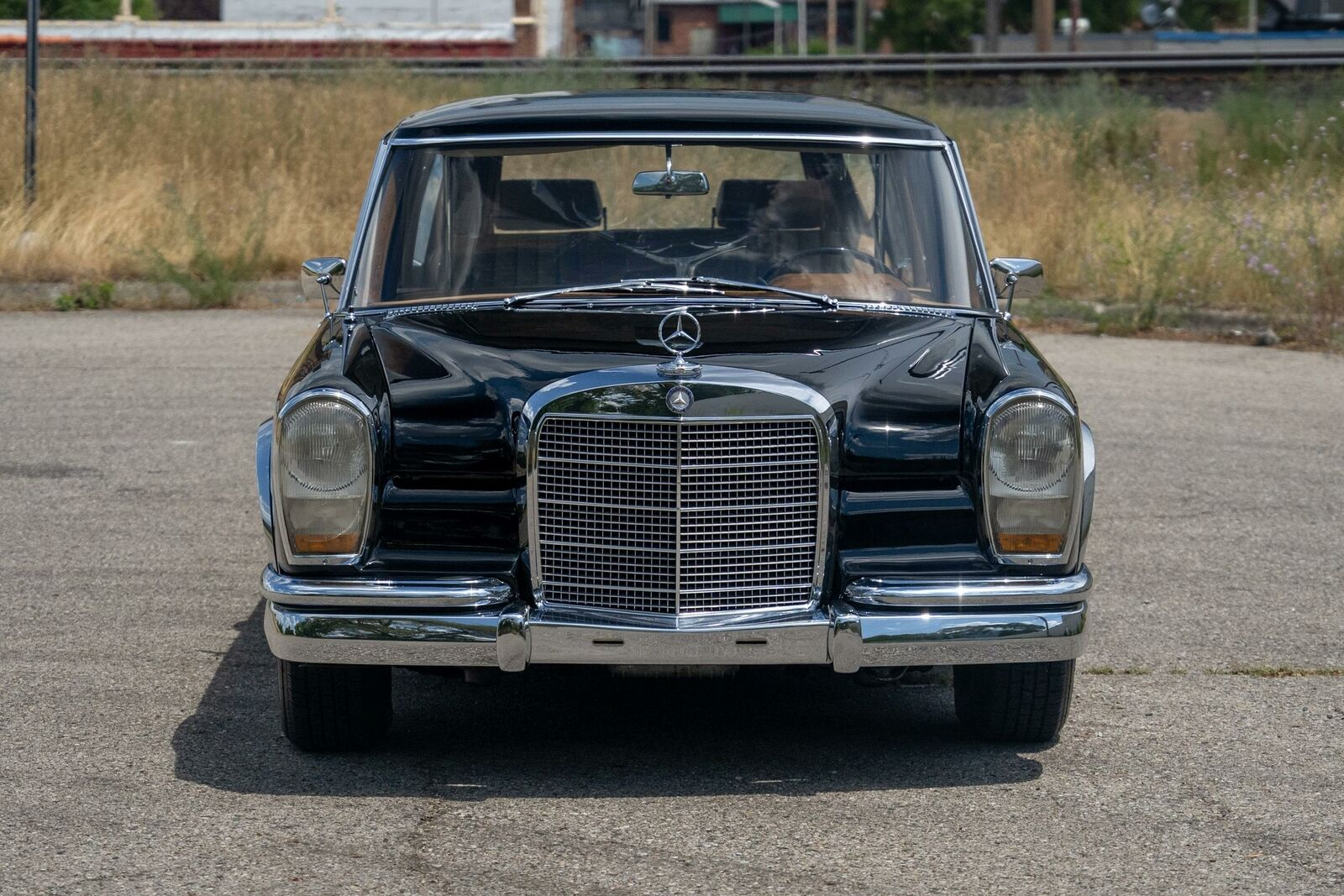 Front of Mercedes-Benz 600 Pullman used by Communist Officials